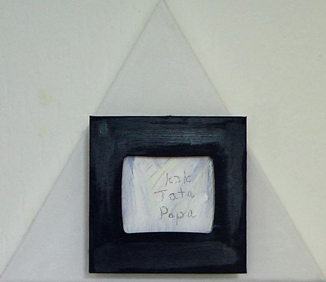 Tata, Papa, Hommage - Zum Gedenken. Assemblage auf Dreieck, 30 x 30 x 30 cm, 2014
